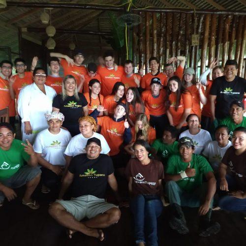 estudantes e staff tupana